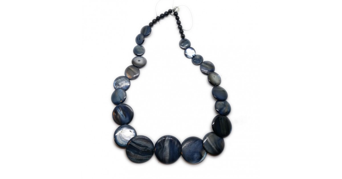Coin-shape Mother of Pearl Shell Necklace - Navy Blue